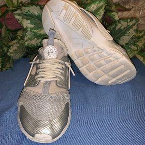 Worn Nike Herachas